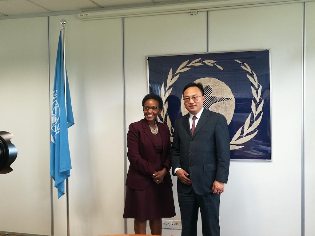 与联合国助理秘书长、环境规划署副执行主任乔伊斯·姆苏亚座谈.jpg